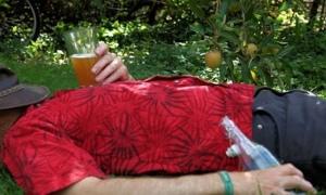 Drinking-cider-007