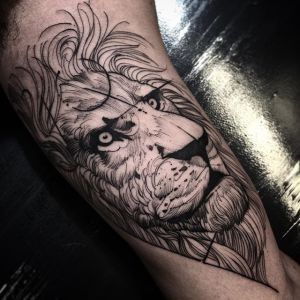 Blackwork-Lion-Tattoo-by-Fredao-Oliveira