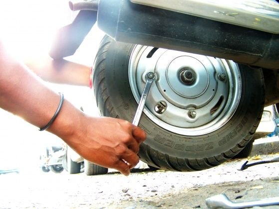 tube-tyre-puncture-repair-wheel-nut-05112012-main_560x420