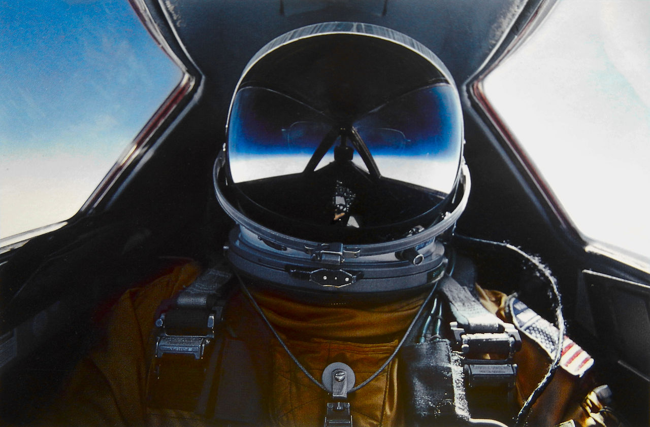 1280px-Brian_Shul_in_the_cockpit_of_the_SR-71_Blackbird.jpg